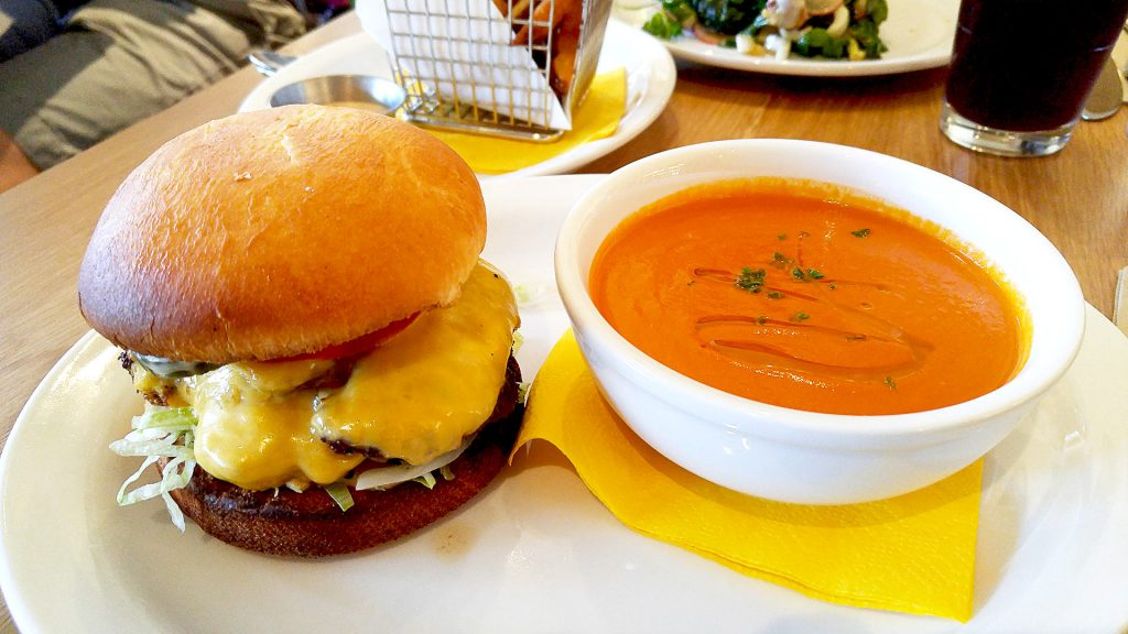 FD burger at Fable Diner | tryhiddengems.com